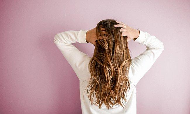 Co pomáhá na vypadávání vlasů?