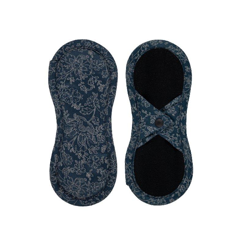 BAMBOOLIK Vložka látková slipová biobavlna satén (patentky), Tmavě modré ornamenty