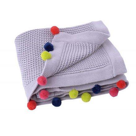Pletená deka s bambulkami